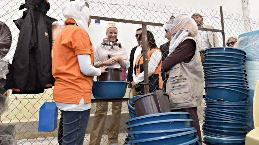 I JORDAN: I dag besøker kronprinsesse Mette-Marit (bildet), kronprins Haakon og utenriksminister Børge Brende en flyktningeleir i Jordan. Landet har offisielt tatt mot 620 000 syriske registrerte flyktninger. I virkeligheten er det trolig rundt én million syriske flyktninger i Jordan. Foto: Hans Arne Vedlog / Dagbladet