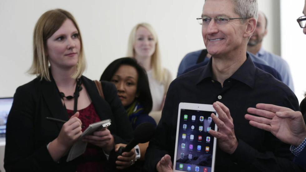 SUKSESS: Apples toppsjef, Tim Cook, har grunn til å være fornøyd med selskapets resultat. Foto: AP Photo/Marcio Jose Sanchez