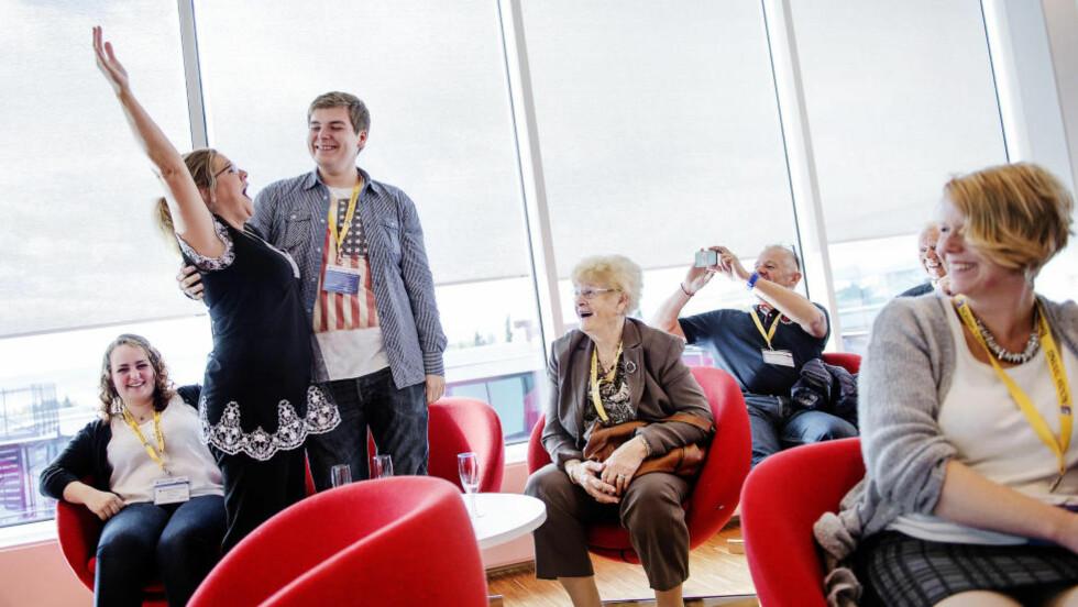 MILLIONÆRTREFF: Hver måned inviteres millionvinnerne til Norsk Tipping til treff og omvising på Hamar. Magasinet ble med. Foto: Hampus Lundgren