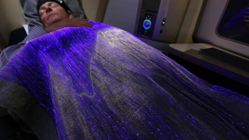 AVSLAPPET: Teppet blir blått om du er avslappet, og rødt om du er stressa. Foto: NICK MORRISH / BRITISH AIRWAYS