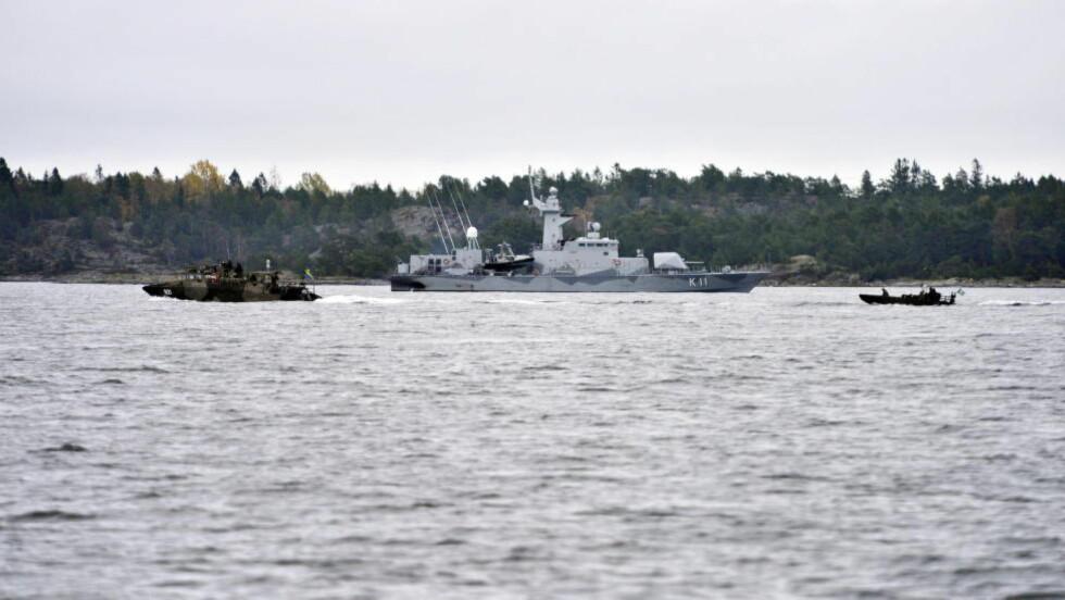 LEGGER TIL KAI: En rekke marinefartøy har vært i aksjon under ubåt-jakten i den svenske skjærgården utenfor Stockholm. Nå har flere fartøy lagt til kai. Foto: Øistein Norum Monsen / DAGBLADET