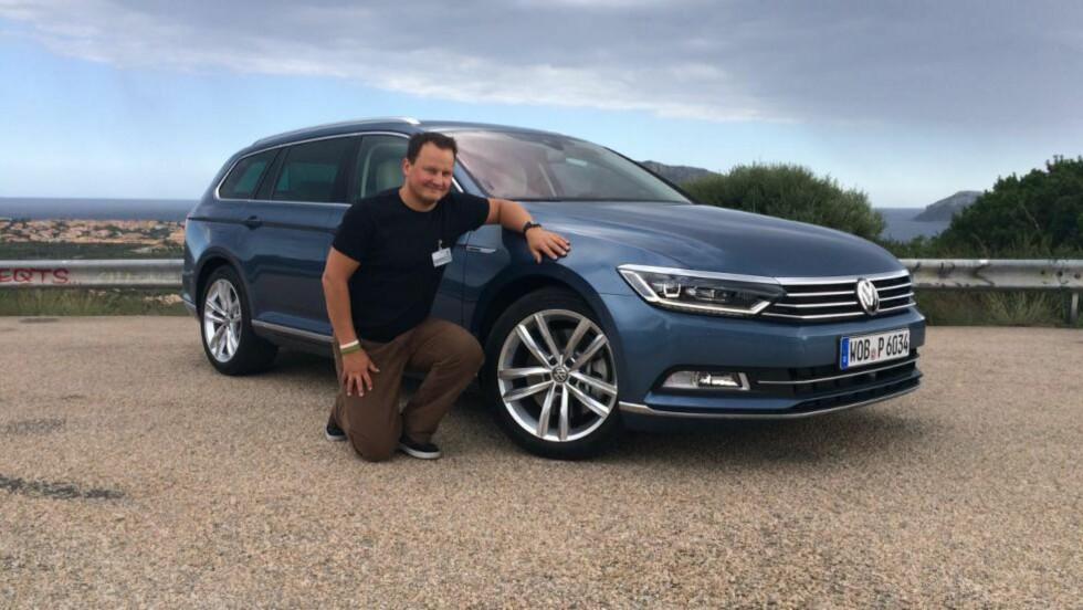 NØKTERNT ELEGANT: VW har vært forsiktige med å oppdatere designen, men linjene er markante og elegante, synes vi. Dessuten er det godt med plass og lite støy innvendig. Foto: KNUT ARNE MARCUSSEN / DINSIDE.NO