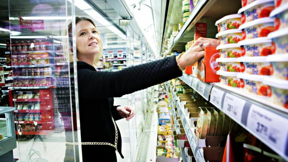 MATMINISTEREN: Sylvi Listhaug oppfordrer norske forbrukere til å være mer kritiske til hva de betaler for matvarene og vil styrke konkurransen. Foto: Nina Hansen / Dagbladet