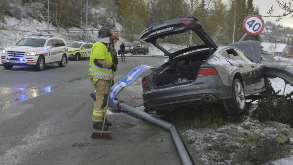 REGNINGA KLAR. Skadene Northugs bil påførte skilt, gatelys og autovern etter promillekjøringen vil koste skiløperen dyrt. Foto: Henrik Sundgård / NTB scanpix