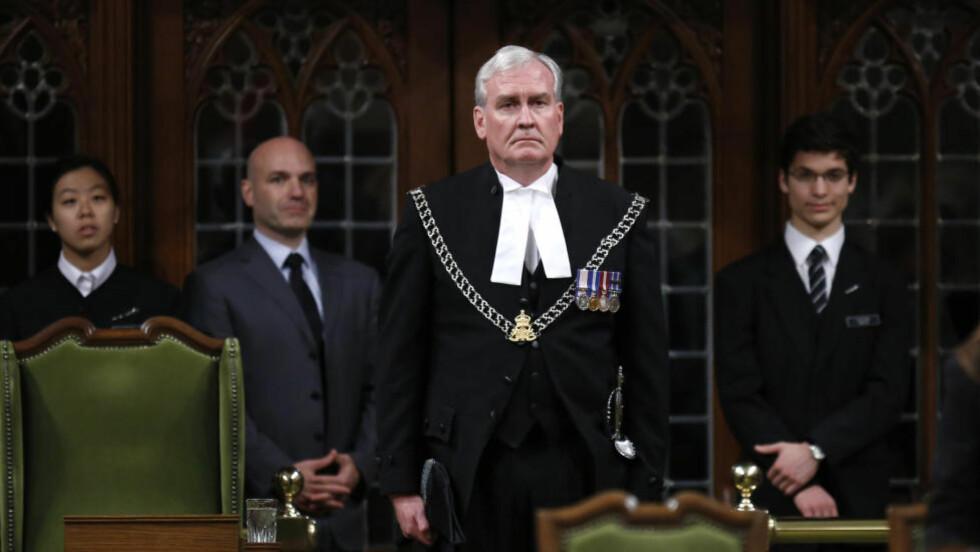HYLLES: Parlamentets vokter Kevin Vickers. REUTERS/Chris Wattie/NTB Scanpix