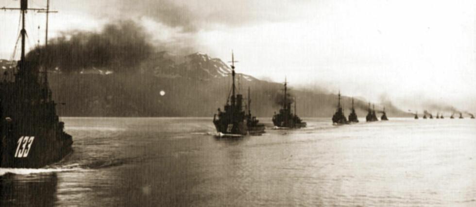 BØMMELFJORD:  Den tyske marinestyrken hadde fotoutstyret i orden - da 14 skip sommeren 1921 dro på tokt langs norskekysten. Nå har historikerne Nikolai Brandal, Eirik Brazier og Ola Teige har skrevet bok om nordmenn under første verdenskrig.