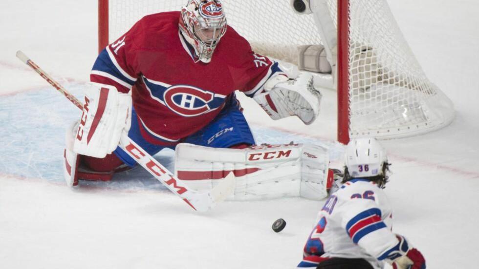 ZUCCA-SKUDD:  Montreal Canadiens-målvakt Carey Price redder et skudd fra Mats Zuccarello i nattens oppgjør i Montreal. Foto: Graham Hughes, The Canadian Press/AP/NTB Scanpix.
