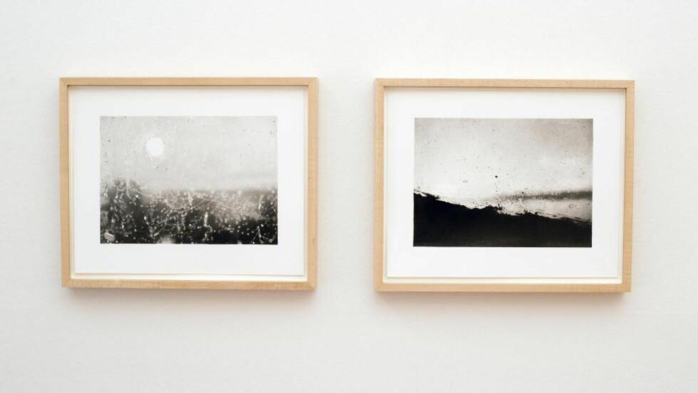 DÅRLIG FOTO, GOD TEGNING: Hanne Grieg Hermansens fotorealistiske, møysommelige og teknisk plettfrie blyanttegninger av gråvåte utsikter gjennom skittent glass er underfullt hverdagsmystiske.