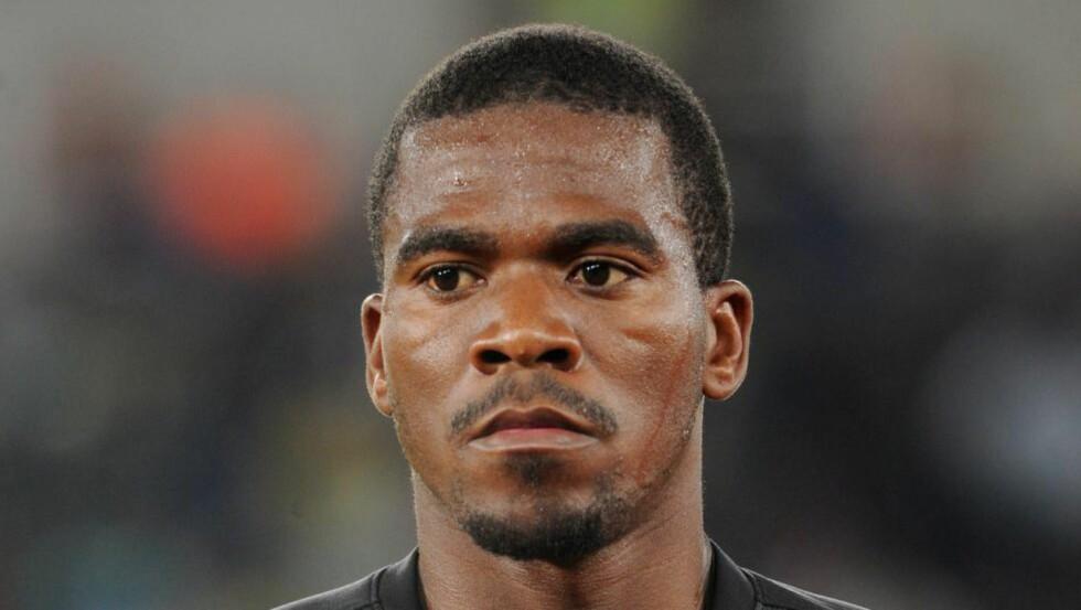 FOR EN MOBIL: Ifølge sør-afrikanske medier skal det at Senzo Meyiwa nektet å ha gitt fra seg mobiltelefonen til tyvene ha vært grunnen til at han ble skutt og drept. Foto:EPA / Barry Aldworth / NTB Scanpix