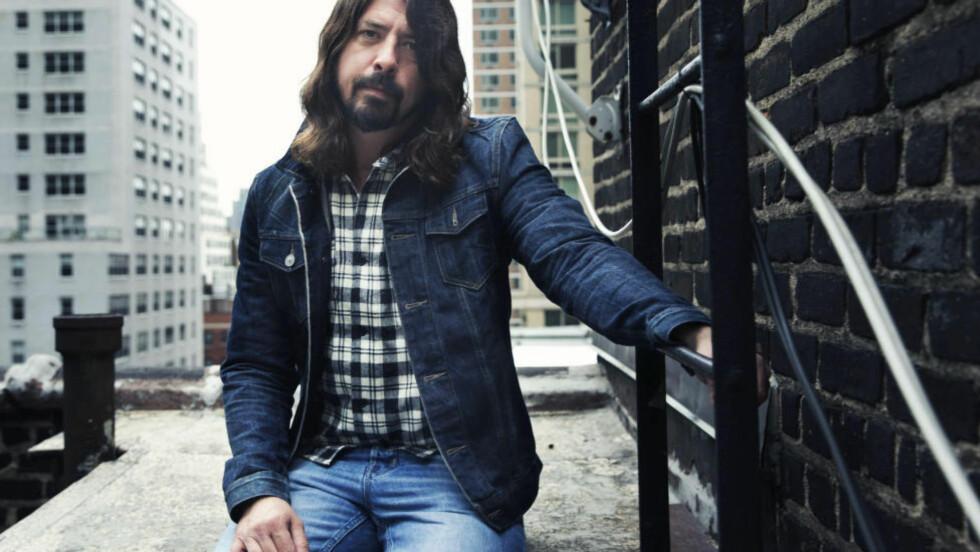 NAVNESNAKK: Dave Grohl, kjent fra rockegruppa Foo Fighters, skulle gjerne sett at bandet hans het noe annet. Foto: AP / NTB Scanpix