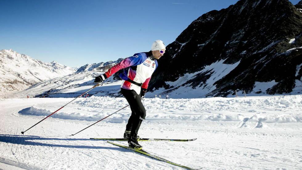 HENGER MED DE BESTE: I år klarer Tomas Northug å kjempe med Ola Vigen Hattestad og Eirik Brandsdal om å vinne på treningene med sprintlandslaget. Det klarte han ikke i fjor, og derfor tror Tomas at han endelig skal lykkes med å ta en pallplass i verdenscupen denne sesongen. Her er han på dagens trening i Val SenalesFoto: Bjørn Langsem / DAGBLADET