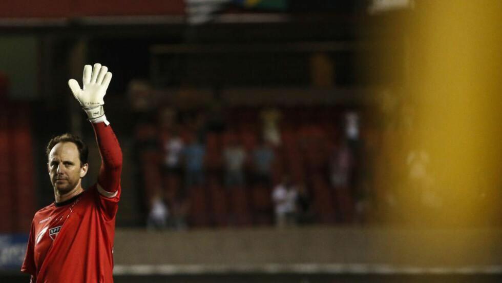 590: Den brasilianske målvakten Rogério Ceni (41) vant sin 590. kamp for Sao Paulo mandag kveld. Dermed gikk han forbi Manchester United-legenden Ryan Giggs på «seierslisten». FOTO: AFP PHOTO / Miguel SCHINCARIOL / NTB Scanpix
