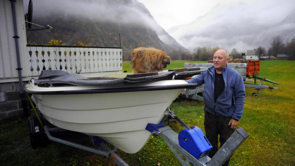 """""""NOAHS-ARK"""":  - Noahs- Ark står klar nå den """"store"""" Mannen går, spøker Bjørn Kåre Alnes (79). Men bakteppet er alvor. Den """"lille"""" Mannen alle venter på er noe helt annet enn når hele fjellet kommer. Da demmes dalen opp. . Foto: Fridgeir Walderhaug / Dagbladet"""