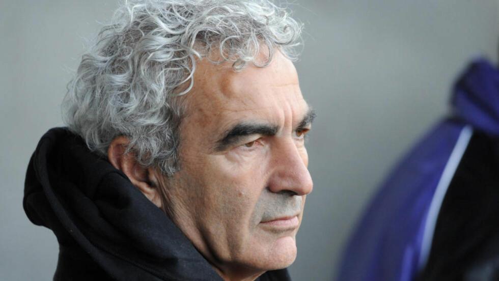 KRITIKK: Frankrikes tidligere landslagstrener, Raymond Domenech, går hardt ut mot «oversetteren» José Mourinho. Foto: AFP PHOTO / RENE VAN BAKEL / NTB SCANPIX