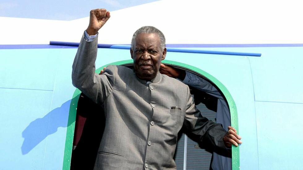 DØD: Zambiske medier melder at landets president, Michael Sata, er død. Foto: AFP PHOTO / STRINGER