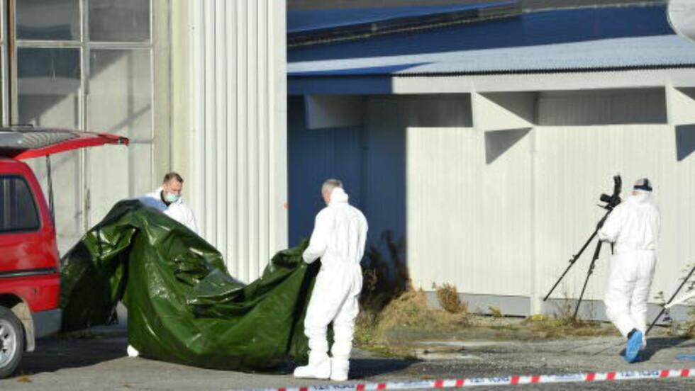 PRESENNING: Krimteknikere jobber på stedet onsdag. Foto: Benjamin A. Ward / Dagbladet