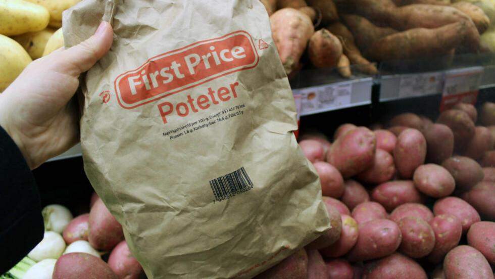 LAVPRIS: Under merkenavnet First Price selger Norgesgruppen poteter og andre grønnsaker som avviker krav til for eksempel størrelse, fasong eller farge. Men blir det flere slike tilbud rundt i butikkene? Foto: BERIT B. NJARGA / DINSIDE.NO