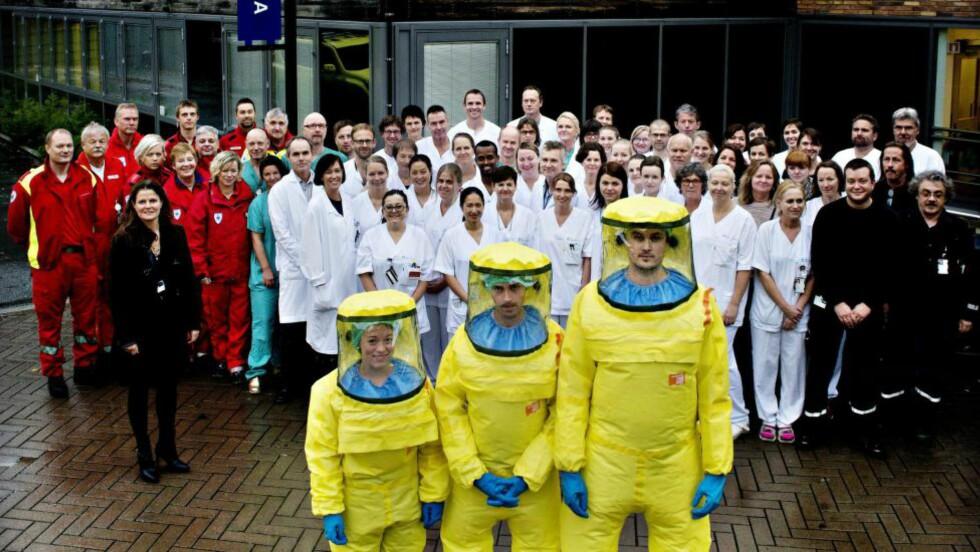 EBOLALAGET: Over 130 mennesker var involvert med ulike oppgaver da Oslo Universitetssykehus mottok Norges første ebolapasient i oktober. Høysmitteavdelingen ved Ullevål går for å være Europas mest avanserte. Foto: Siv Johanne Seglem