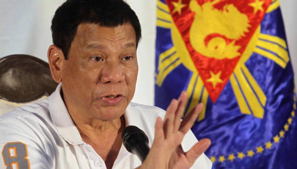 SJOKKERTE: Filippinenes prsident Rodrigo Duterte har vakt oppsikt med flere kontroversielle uttalelser. Her er han fotografert under en tale i Davao i august i år. Foto: Reuters / NTB Scanpix.