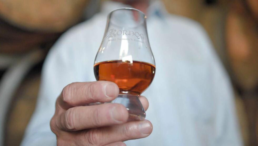 WHISKY ELLER WHISKEY? Ubåtene det er snakk om ble av NATO klassifisert etter vanlig amerikansk språkskikk, dvs. ved å bruke den irske stavemåten «whiskey», skriver Willis. Brennevinet på bildet er for øvrig fra et fransk distilleri. Foto: Damien Meyer / AFP / NTB Scanpix