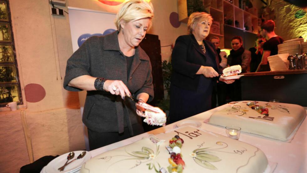 TAR KAKA: Når finansminister Siv jensen (Frp) og Erna Solberg (H) deler ut skatteletter, er det menn som stikker av med de største kakestykkene. SV mener regjeringen flytter makt og penger fra menn til kvinner. Foto: Vidar Ruud / NTB scanpix
