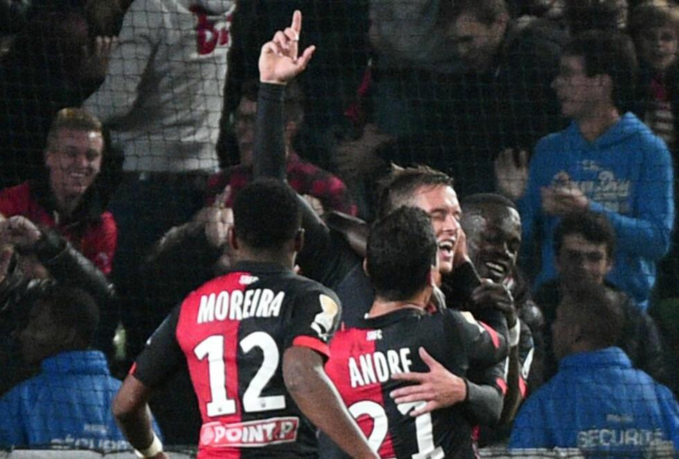 FEIRET: Anders Konradsen feirer scoring i Rennes' seier mot Marseille. Foto: AFP PHOTO / DAMIEN MEYER