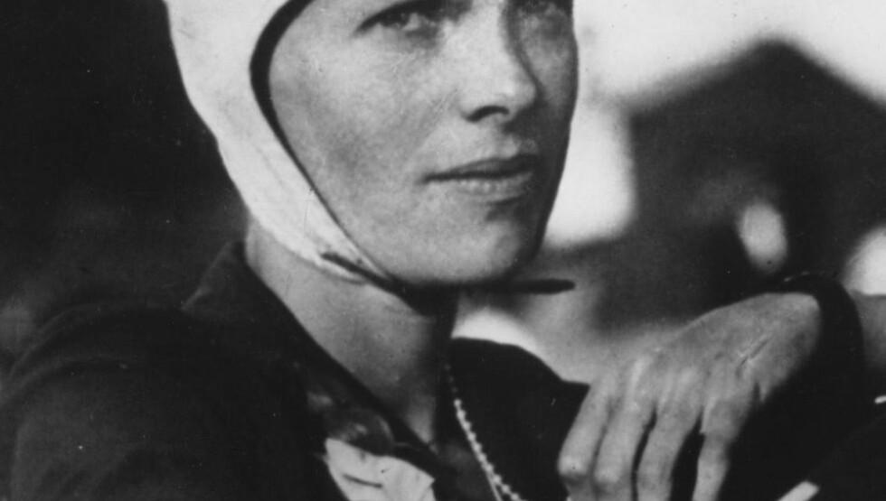 PIONER: Amelia Earhart var den første kvinnen til å fly alene over Atlanterhavet. I 1937 forsvant hun. Foto:  AP Photo
