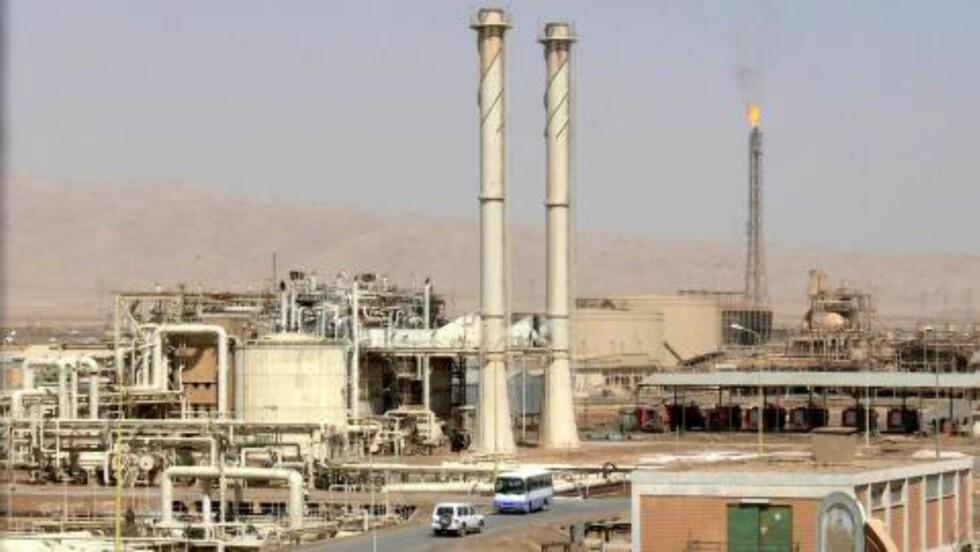 OLJERAFFINERI I BAIJI: Opprørsgruppen ISIL har i over en uke hatt kontroll over Iraks største oljeraffineri i Baiji. Uroen i landet gjør at oljemarkedet er nervøse for hva som skjer videre. Foto: EPA/STR/NTB scanpix