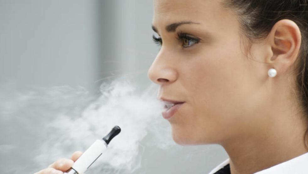 NIKOTIN: - Ulempen med å erstatte sigarettene med andre nikotinprodukter er at det ikke påvirker den underliggende nikotinavhengigheten, skriver Lønning Andresen. Foto: Fotolia / NTB Scanpix
