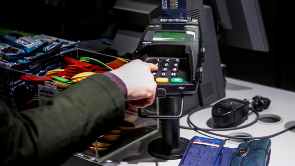 REGISTRERES: Bruker du bankkort i utlandet, registreres dette i Valutaregisteret. Foto: PER ERVLAND