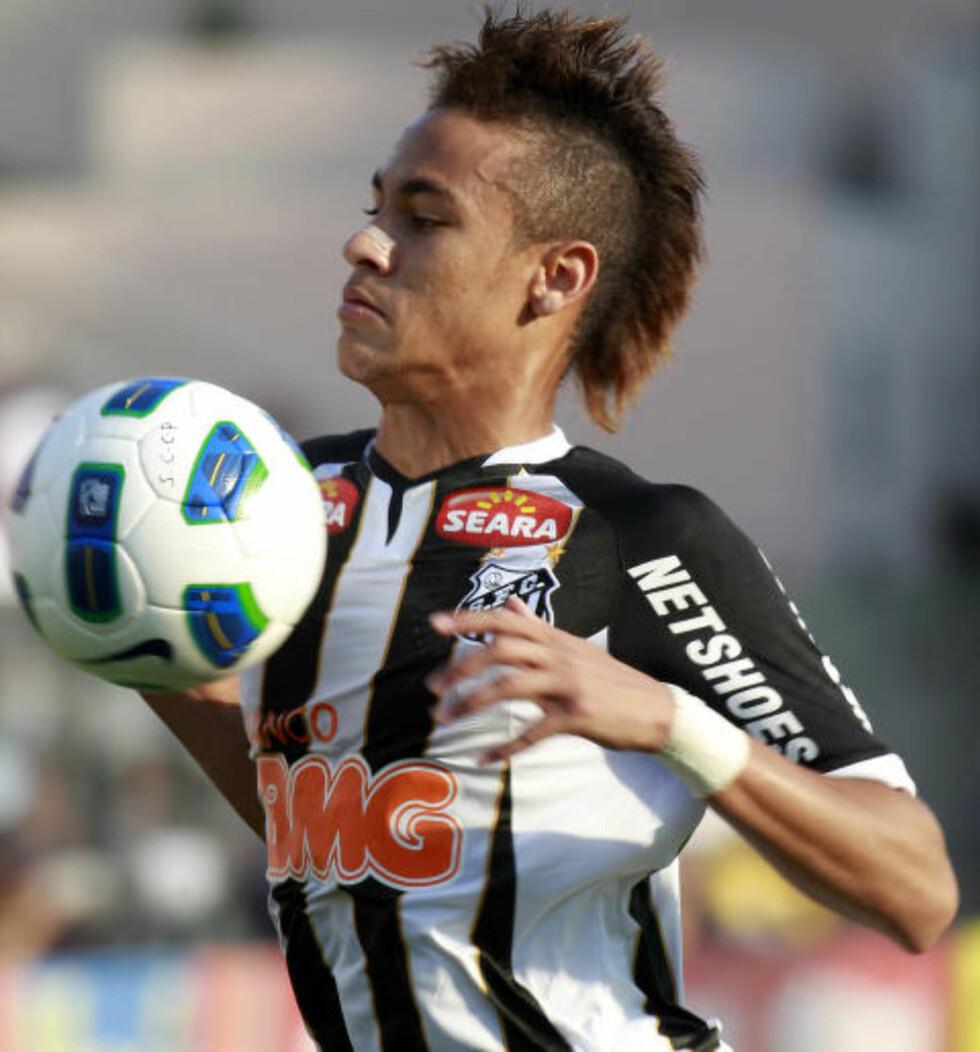 TRENDSETTEREN: Da Neymar viste seg med hanekam ble sveisen plutselig trendy i hele Brasil. Foto: REUTERS / Paulo Whitaker / NTB SCANPIX