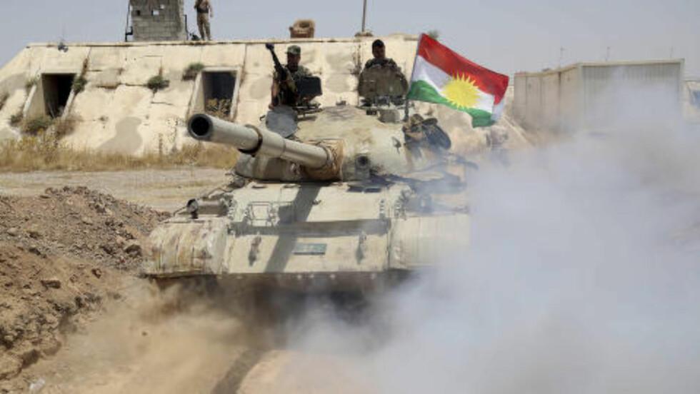 KURDISK MILITÆRMAKT:  Kurderne er en sterk militærmakt i Irak og har i praksis opprettet en uavhengig stat nordøst i landet. USA prøver nå å sørge for at kurderne støtter et samlet Irak, så det ikke skal splittes mellom sunni-muslimer, sjia-muslimer og kurderne. Foto: Yahya Ahmad / Reuters / NTB Scanpix