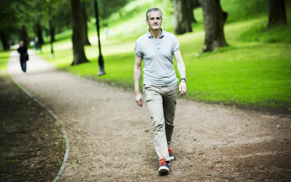 LOVER LITE: Nyslått Ap-leder Jonas Gahr Støre lover verken å trekke Statoil ut av tjæresand eller stoppe boring i utsatte områder. Foto: SONDRE STEN HOLTVIK