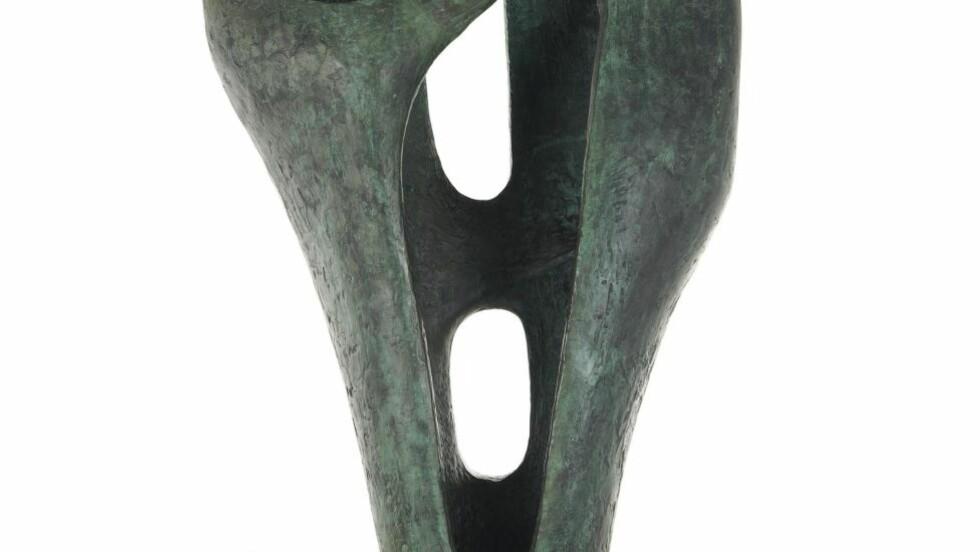 UENIGHET OM SALG:  Kunsthall Stavanger valgte å selge Barbara Hepworth-skulpturen for å redde økonomien, noe mange har motsatt seg. På auksjonshuset Christie's i London gikk den under hammeren til rekordsum. Foto: Auksjonshuset Christie's / NTB scanpix
