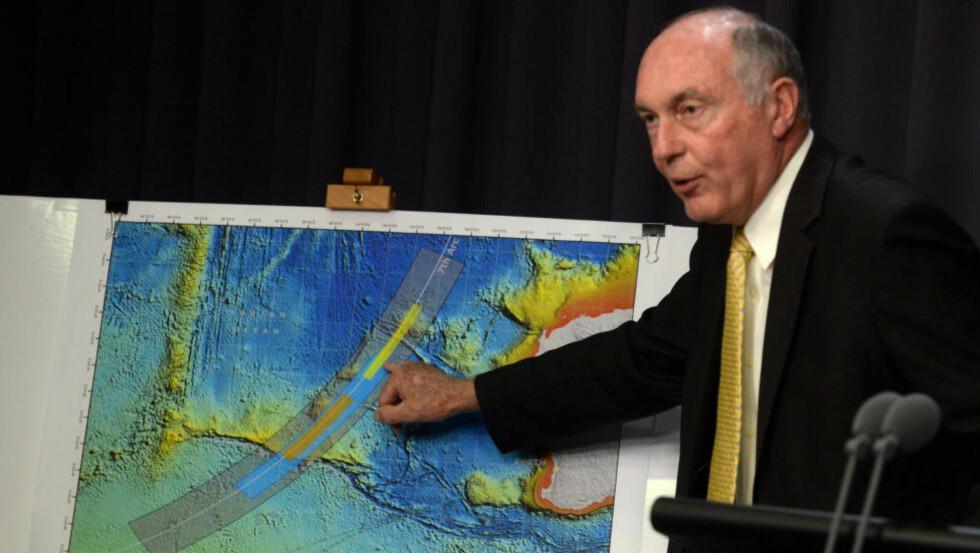 NYTT SØKEOMRÅDE:  Australias visestatsminister Warren Truss informerte i dag om at søkeområdet etter forsvunnede Malaysia Airlines-flyet flyttes til et område lenger sør i Det indiske hav. Foto: EPA / NTB Scanpix.