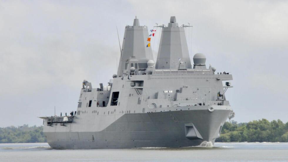HAR «FORSVUNNET»; USS New York er med sine 208,5 meter og 24 900 tonn ikke helt usynlig. Likevel er det ti dager siden offentligheten har fanget opp ett eneste signal fra skipet og de minst 361 om bord. Foto: AP/U.S. Navy, Petty Officer 2nd Class John P. Curtis/NTB Scanpix
