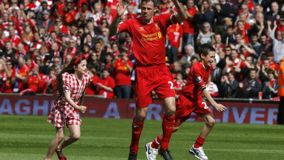 LA OPP I FJOR VÅR: Jamie Carragher følger fortsatt Liverpool tett, et drøyt år etter at han ga seg som Premier League-spiller og ble TV-ekspert. Foto: REUTERS / Phil Noble / NTB SCANPIX