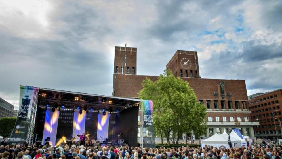 EUROPRIDE: Statsminister Erna Solberg (H) talte under åpningen av Pride Park i Oslo onsdag. Foto: NTB Scanpix
