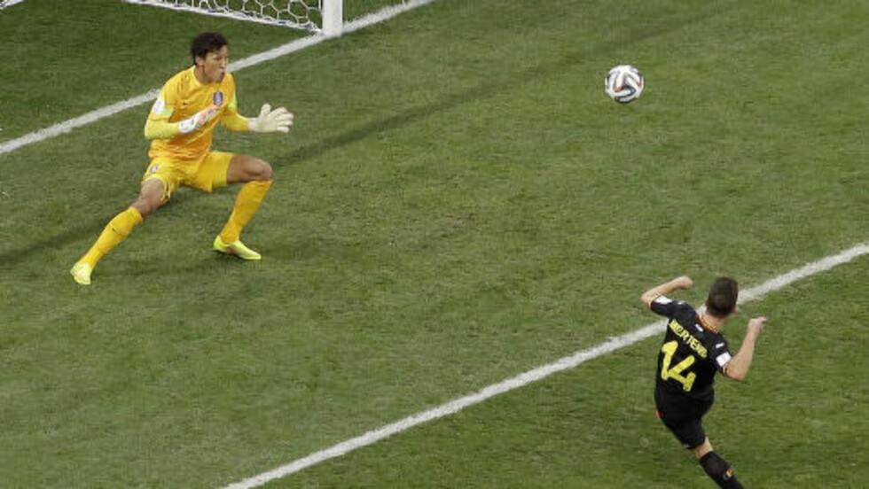 BOMMET: Belgias Dries Mertens kommer nok til å tenke på gigabommen han hadde i det 25. minutt. Foto: AP Photo / Andrew Medichini / NTB Scanpix