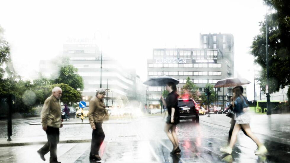 VÅTT: Regnet fosset ned over Oslo i går. Foto: John T. Pedersen / Dagbladet