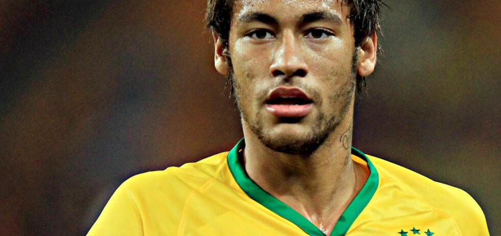 PLAYBOY-KONFLIKT:  Neymar har vært i konflikt med mannebladet Playboy den siste tida, og den aktuelle Playboy-utgaven må nå fjernes fra butikkhyllene.. Foto: AP Photo/Themba Hadebe