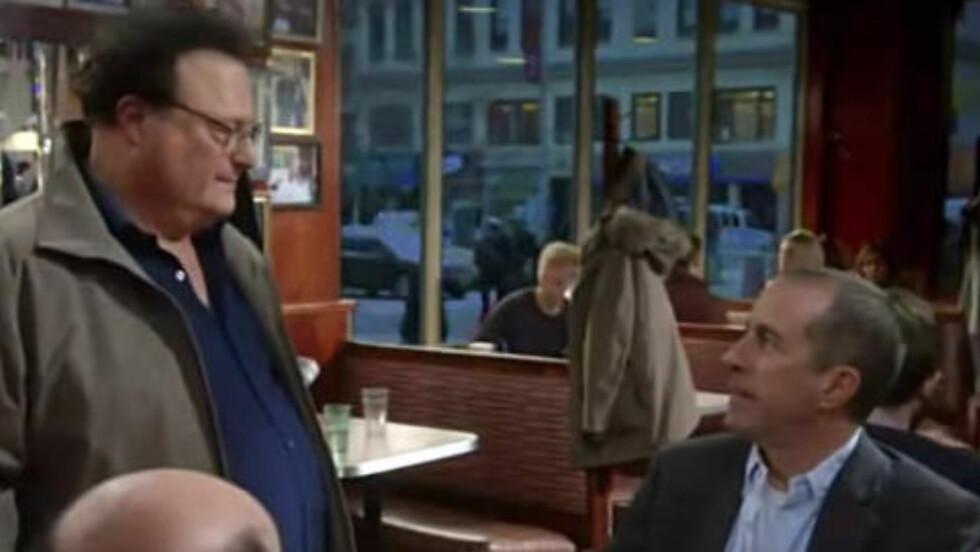 ANDRE GJENFORENING: Newman hilser på Jerry i en Super Bowl-reklame fra tidligere i år. George er også representert (den hudfargede halvkula nederst til venstre).