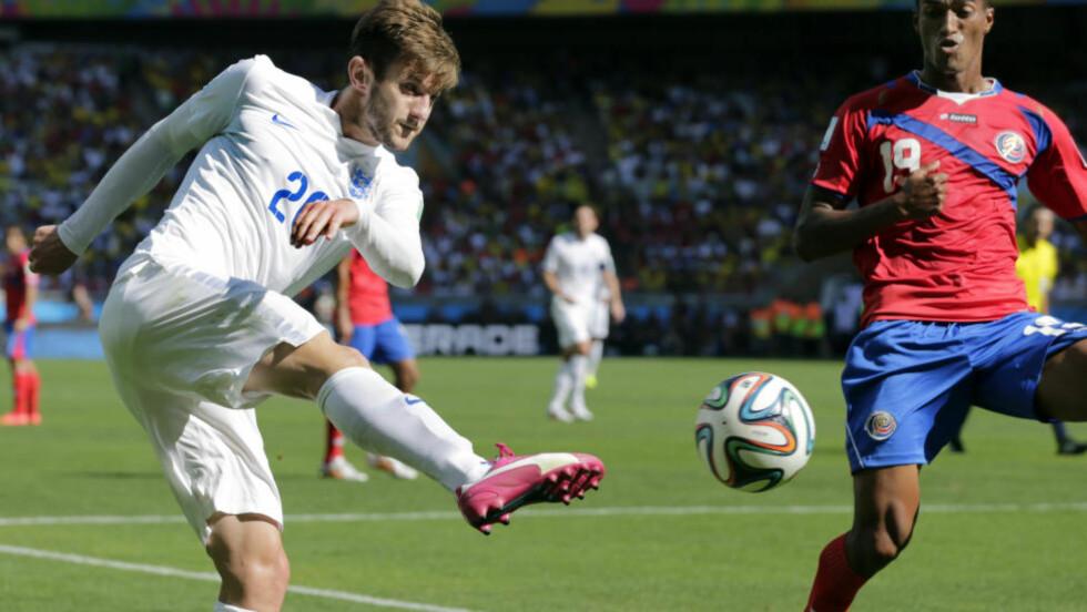 KLAR:  Southampton og Liverpool skal være enige om en overgangssum for Adam Lallana. Foto: AP Photo/Fernando Vergara.
