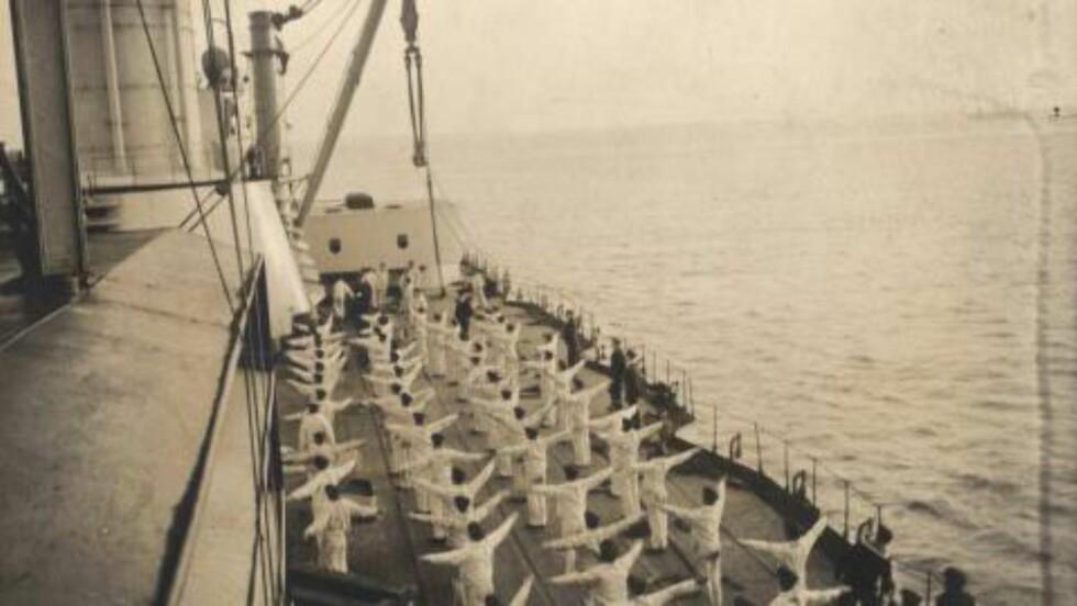 SPORT var et viktig innslag i hverdagen bak fronten under første verdenskrig - eller som her, om bord på et tysk krigsskip. Under sjøslaget i Skagerak i 1916 kunne kanonsalvene høres langt inn i norske dalfører.  Foto: Odette Carrez/Reuters
