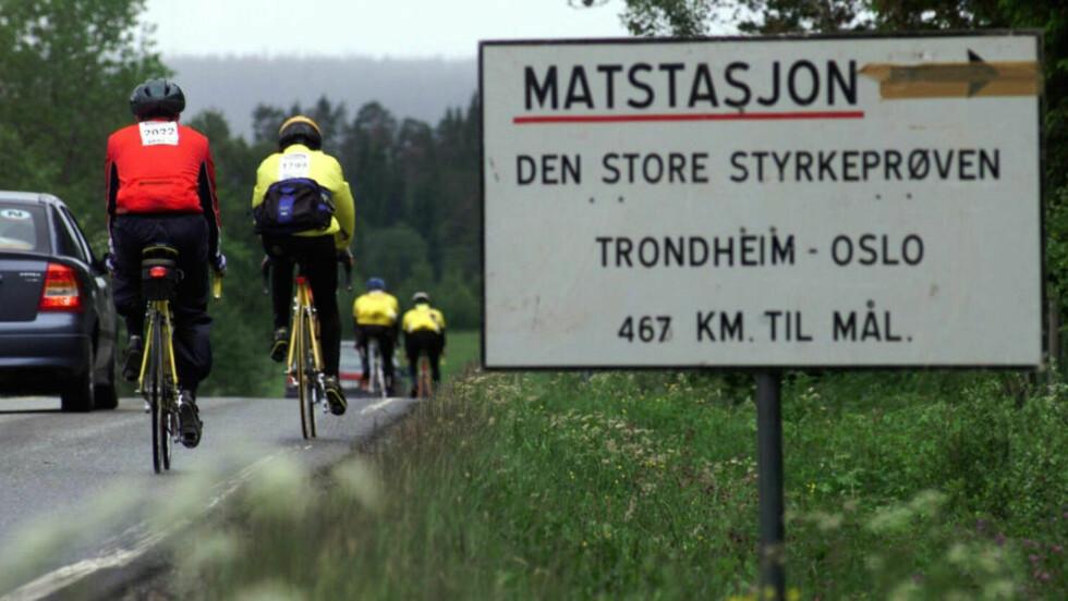 LANG TUR - UTEN TEGNESTIFTER OG ULYKKER:  Tusenvis av sykkelryttere er lørdag på veien de 540 kilometrene fra Trondheim til Oslo. Her varsel om en matstasjon i Soknedal. Arkivfoto: Gorm Kallestad, NTB Scanpix.