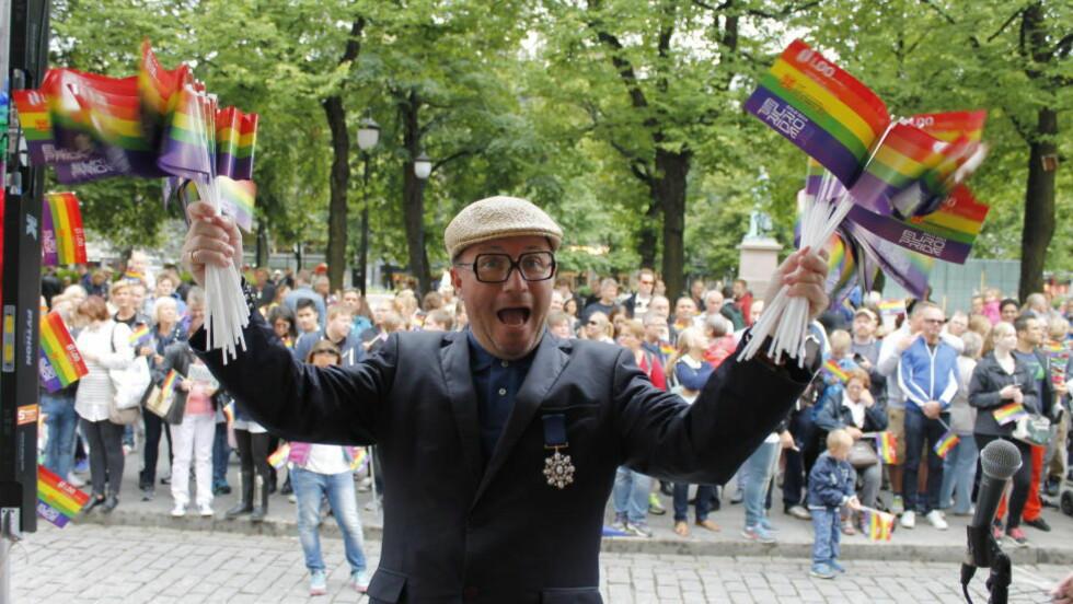- RØRENDE: Tidligere MGP-general synes det er rørende at så mange har møtt opp for å delta i Oslo Pride. Foto: Miriam Bakkejord / Dagbladet