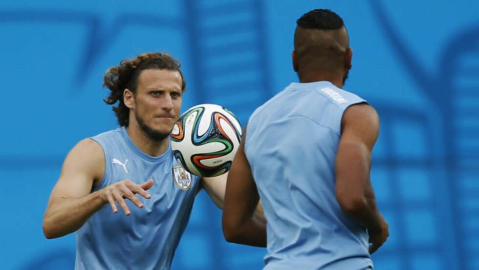 SENDTE MAIL TIL LIVERØD:  Uruguay-spiller Diego Forlan. FOTO:NTB SCANPIX