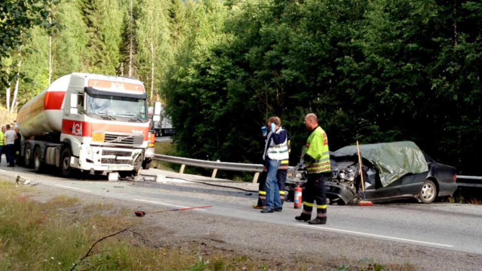 DØDSULYKKE: En personbil og en tankbil frontkolliderte på E134 i Seljord i Telemark i kveld.  Foto: Arne Magnushommen / NTB Scanpix