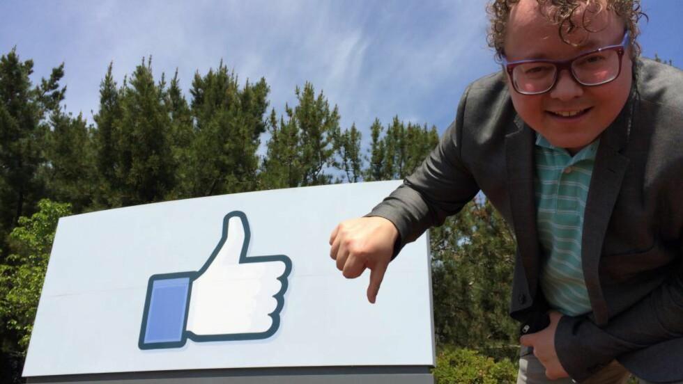 KRITISK: Byråleder i Coxit, Magnus Brøyn, mener Facebook har opptrådt uten tillit og med manglende integritet da de utførte psykologiske eksperimenter med intetanende brukere. Her er han utenfor Facebooks hovedkvarter i Silicon Valley i California. Foto: Privat