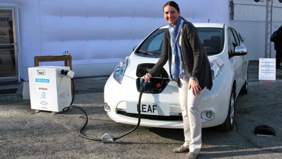 OPPGRADERT: Kommunikasjonssjef i Nissan i Norge, Marina Maneas Bakkum (bildet), kan foreløpig ikke bekrefte at den amerikanske prisen vil gjelde i Norge. For vår del ser vi ingen grunn til at den skulle være vesentlig forskjellig. Foto: KNUT MOBERG / DINSIDE.NO